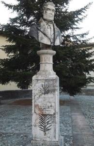 389px-Bevagna_-_Busto_a_Francesco_Torti_critico_letterario_italiano_-_Piazza_Antonio_Gramsci